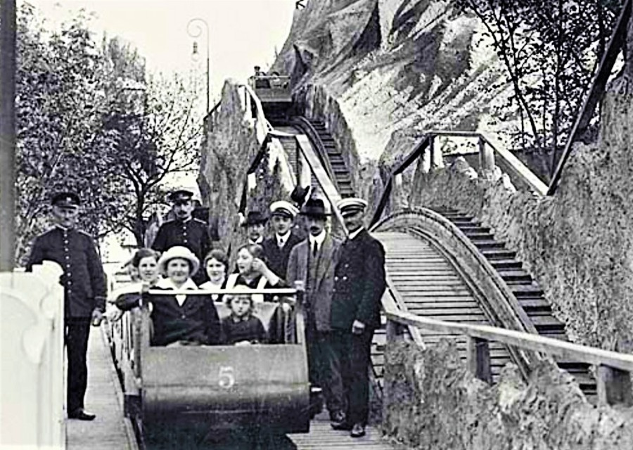Oude achtbaan in Tivoli in Kopenhagen