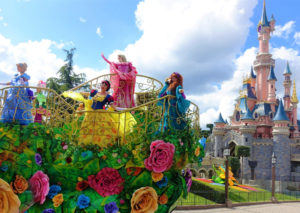 De parade met alle Disney-prinsessen in Disneyland Paris